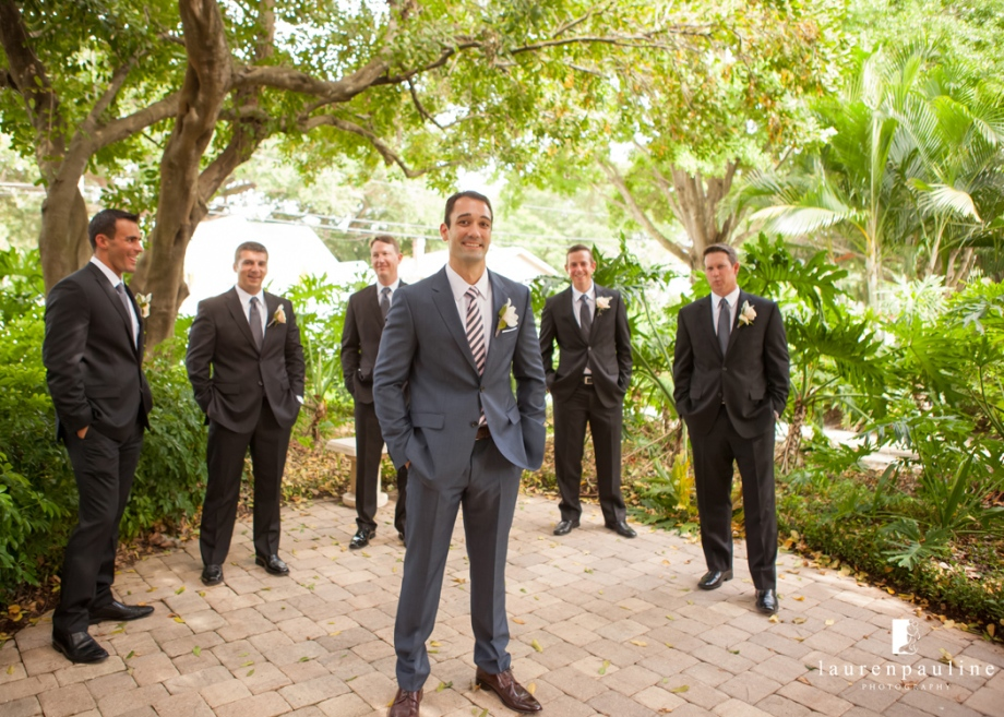 unique wedding pics, st pete wedding photos, museum of fine arts wedding pics